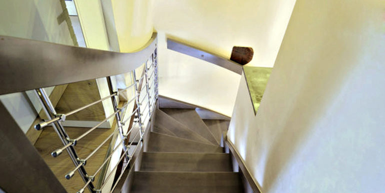 11-s534-internal stairs from top-casa palazzetto