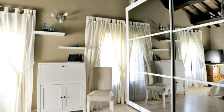 14-s534-bedroom details-casa palazzetto