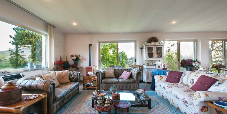 04-s495-living room
