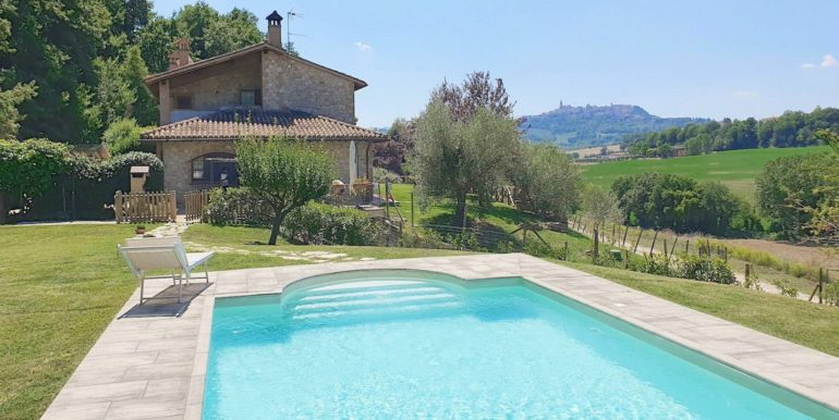 11-swimming pool and house-villa todina