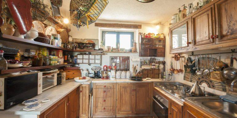 06-s495-kitchen