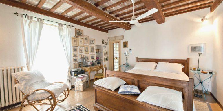 08-s495-bedroom