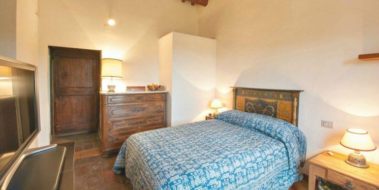 09-s495-bedroom