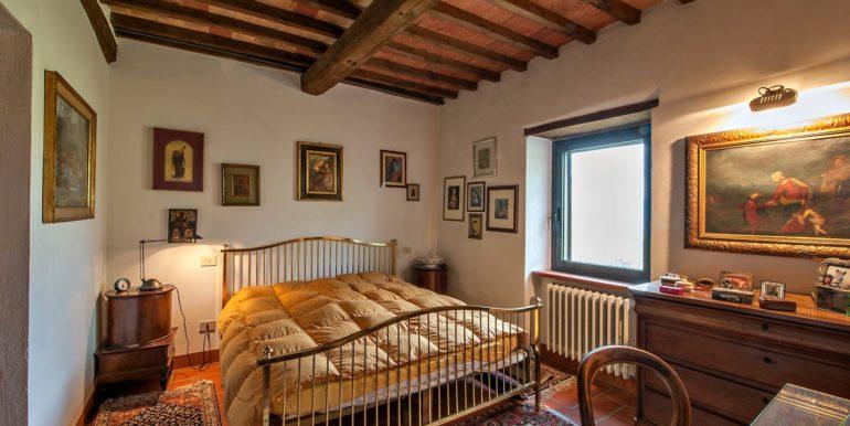 09-s527-bedroom
