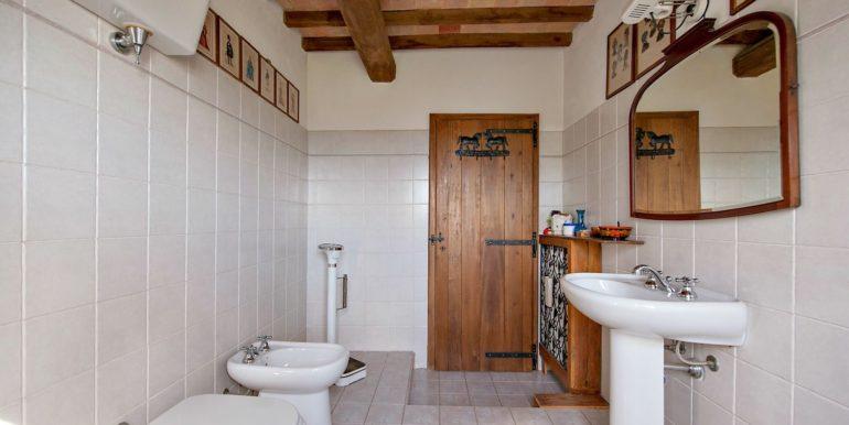 10-s527-bathroom