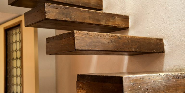 13-s495-stairs detail