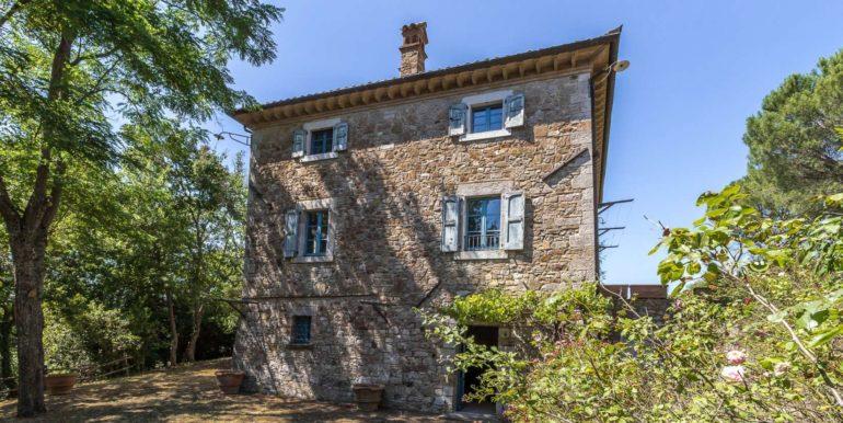 52-outside of property-Izzalini-dopo-52