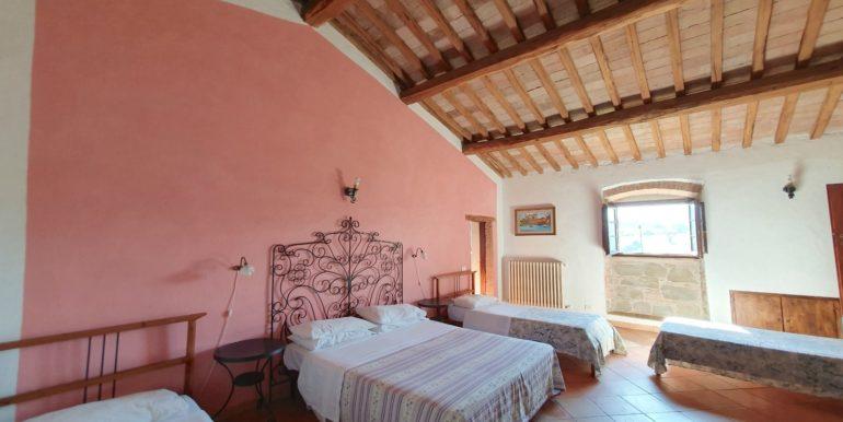 14-s565-bedroom