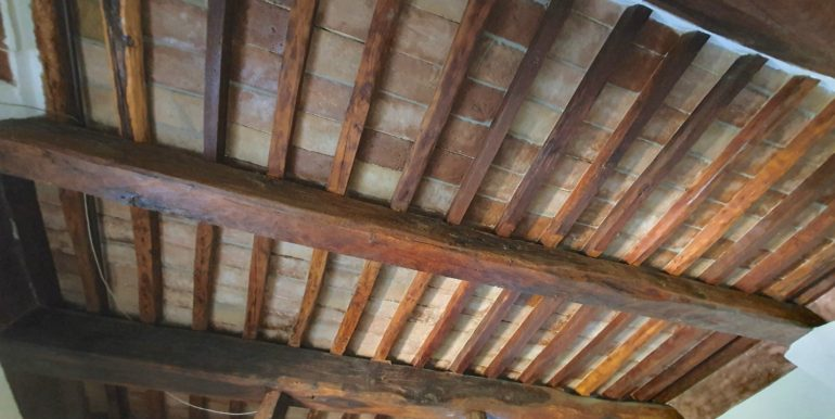 17-s565-italian wooden beams
