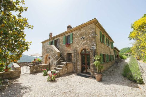 renovated FARMHOUSE for sale in Umbria