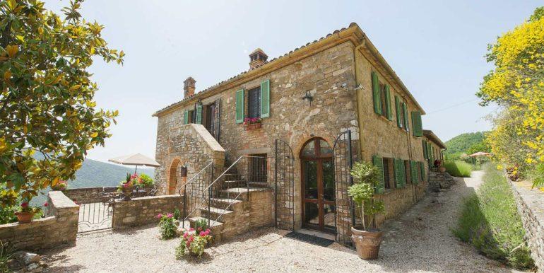 1-s574-outside of property-Prato di sopra