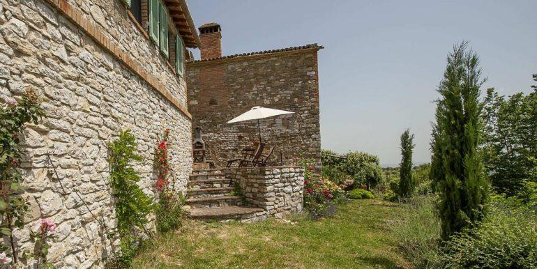 11-s574-backyard and house-Prato di sopra