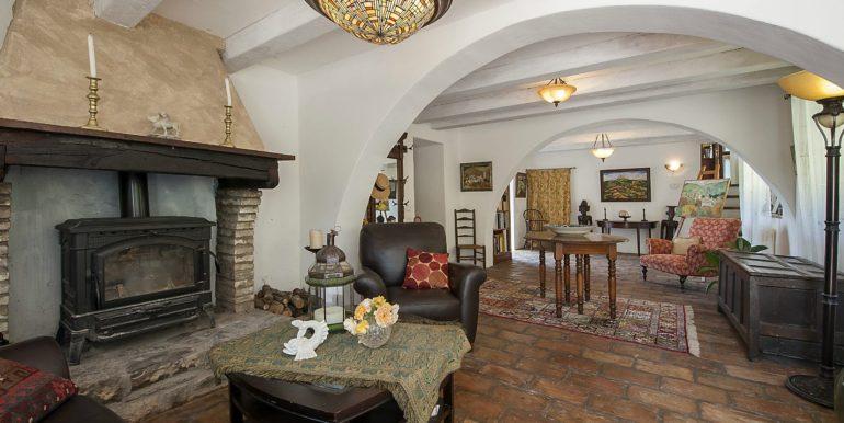 17-s574-living room-Prato di sopra