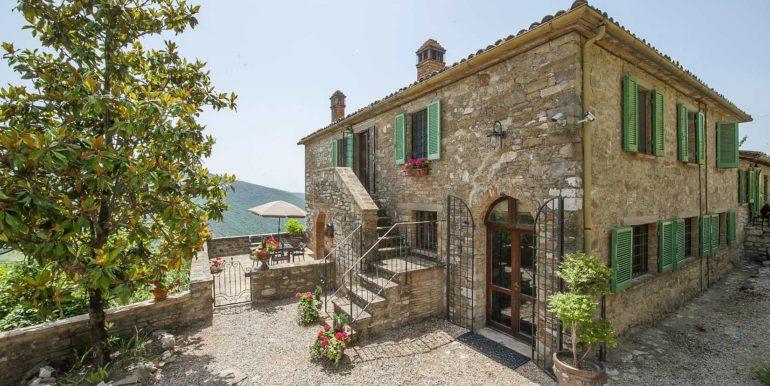 2-s574-outside of property-Prato di sopra