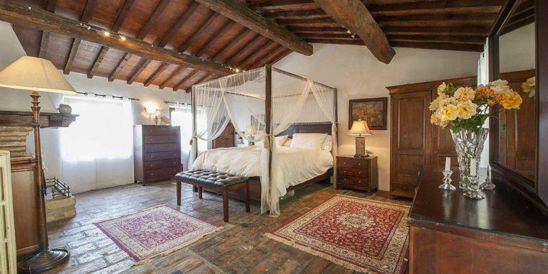 20-s574-master bedroom-Prato di sopra