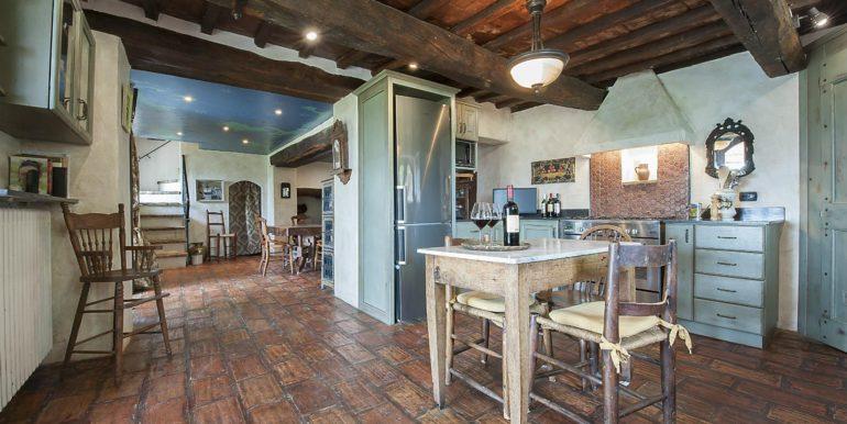 23-s574-kitchen and dining-Prato di sopra