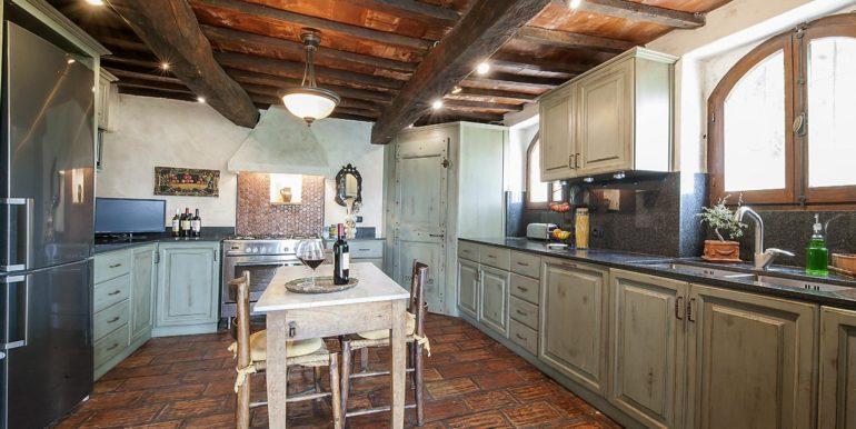 24-s574-kitchen-Prato di sopra