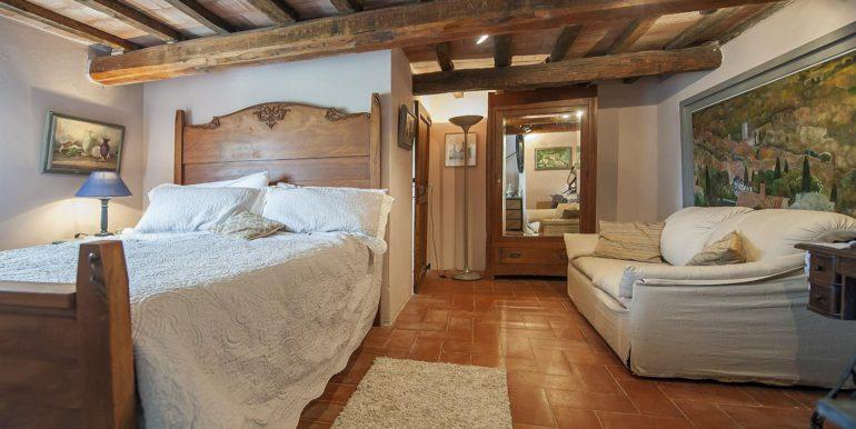30-s574-bedroom-Prato di sopra