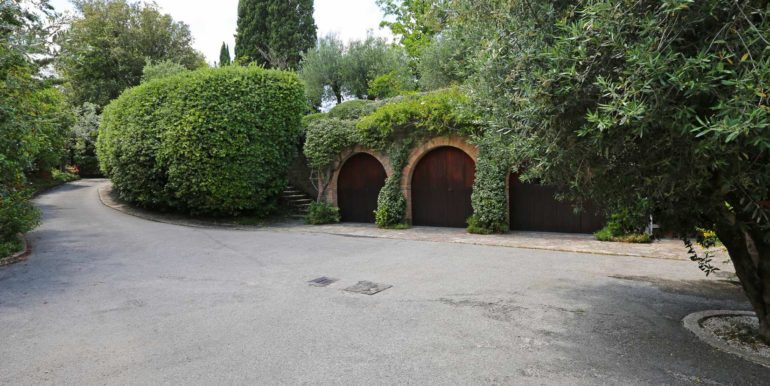 25-s573-driveway and garden-il Giardino del Porcinai