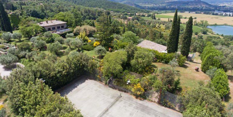 3-s573-tennis court and villa-il Giardino del Porcinai