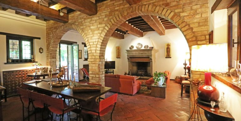 27-s573-dining and sitting with fireplace-il Giardino del Porcinai