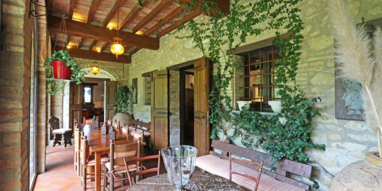 32-s537-porch with table-il Giardino del Porcinai