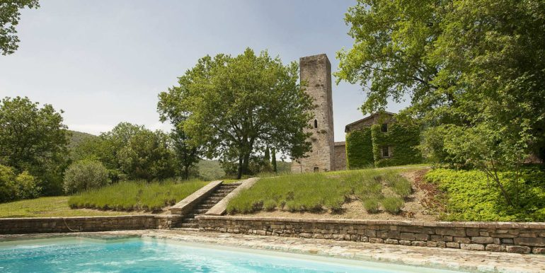 1-s576-pool and watchtower-la guardiana del castello