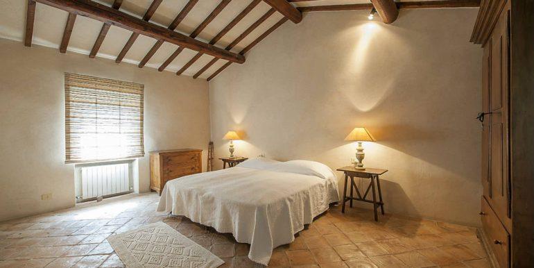 15-s576-bedroom