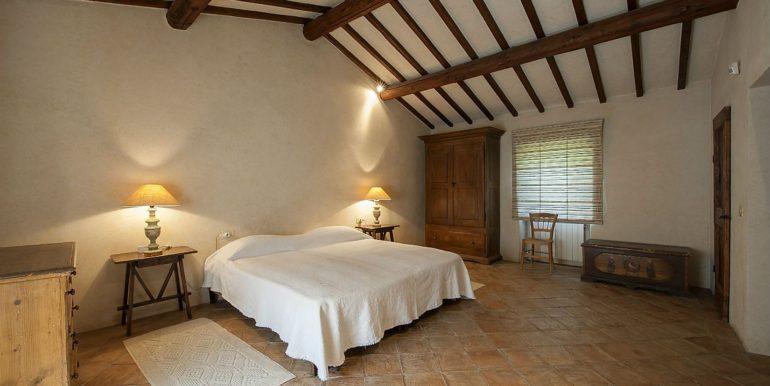 16-s576-bedroom