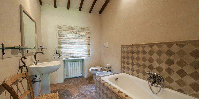 17-s576-bathroom