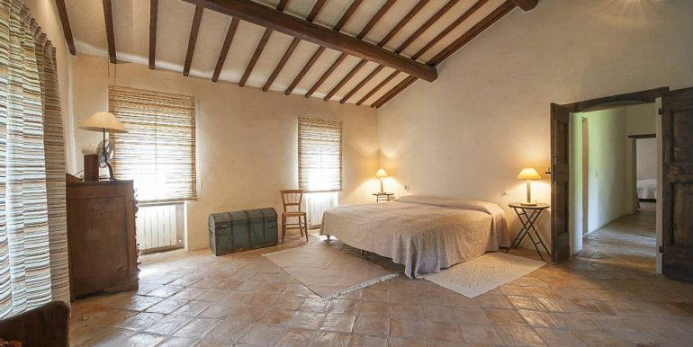 20-s576-bedroom