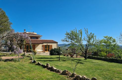 Newly built villa for sale in Todi