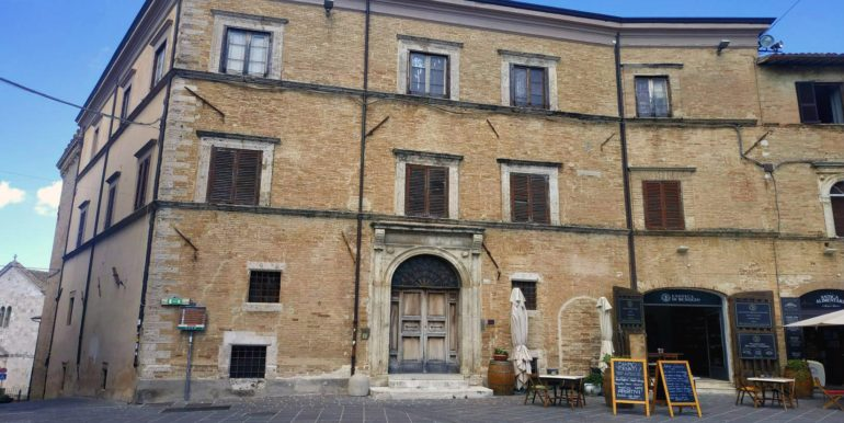 1-s585-outside of palace- palazzo del cardinale