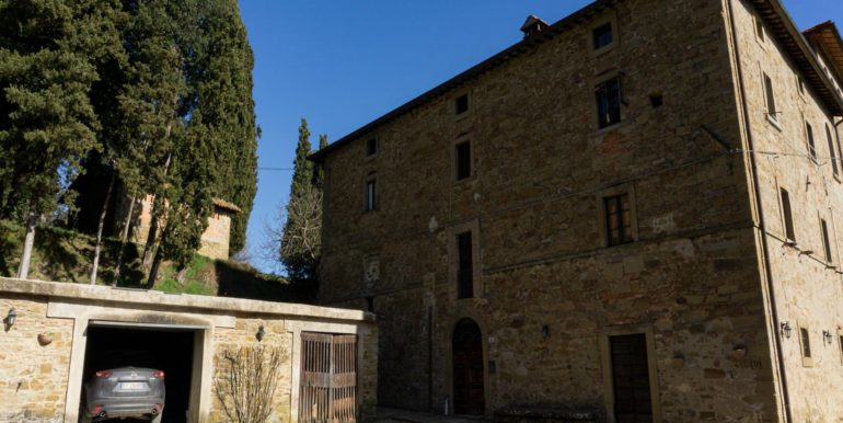 12-s584-outside of property-villa schine