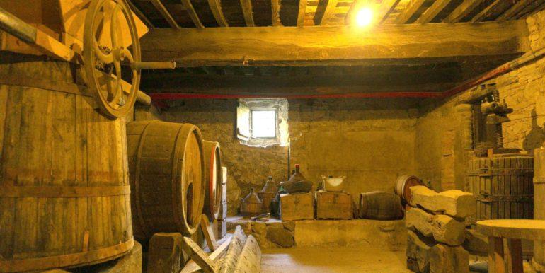 20-s584-wine cellar-villa schine