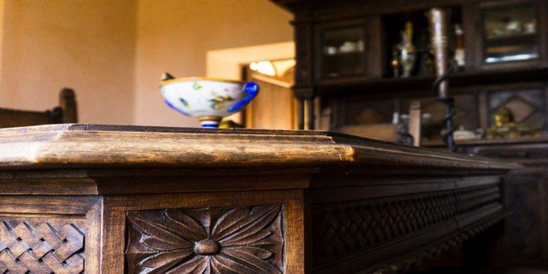 25-s584-beautiful wood work-villa schine