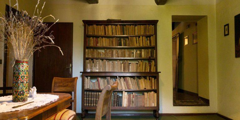 41-s584-beautiful bookcase-villa schine