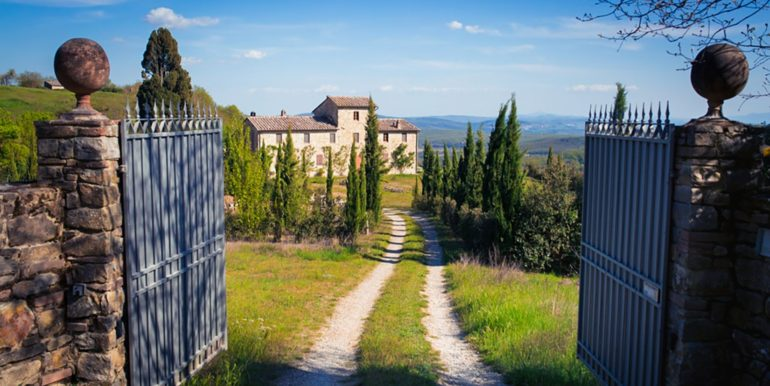 1-s594-farmhouse for sale chianti-Casale La Madonna-via dei colli