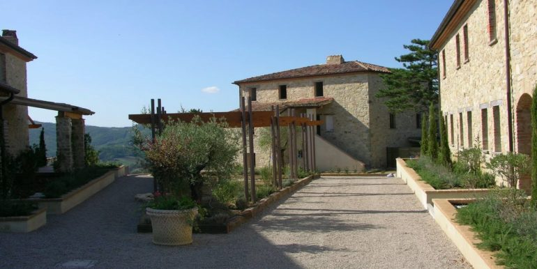 6-s598-prestigious apartment for sale in umbria-il tulipano-via dei colli