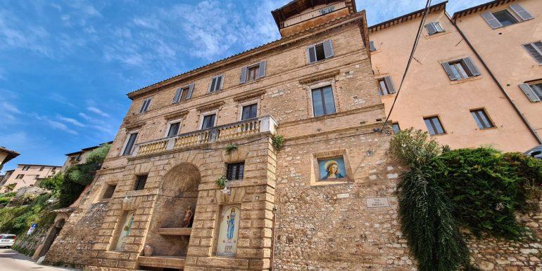 1-s599 - ancient hotel for sale in trevi - palazzo natalini - via dei colli
