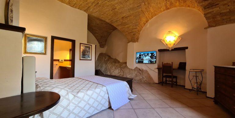 13-s599 - ancient hotel for sale in trevi - palazzo natalini - via dei colli