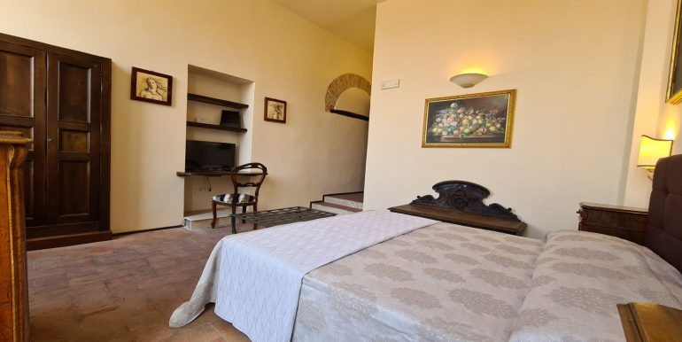 18-s599 - ancient hotel for sale in trevi - palazzo natalini - via dei colli