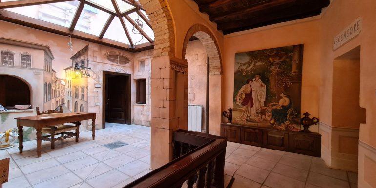 21-s599 - ancient hotel for sale in trevi - palazzo natalini - via dei colli
