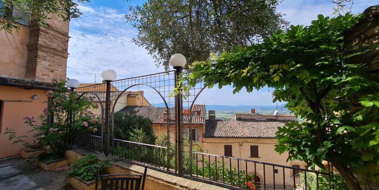 23-s599 - ancient hotel for sale in trevi - palazzo natalini - via dei colli