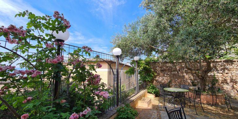 25-s599 - ancient hotel for sale in trevi - palazzo natalini - via dei colli