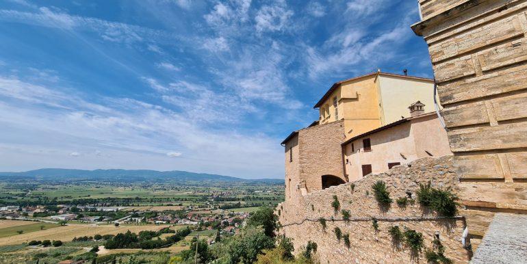 6-s599 - ancient hotel for sale in trevi - palazzo natalini - via dei colli