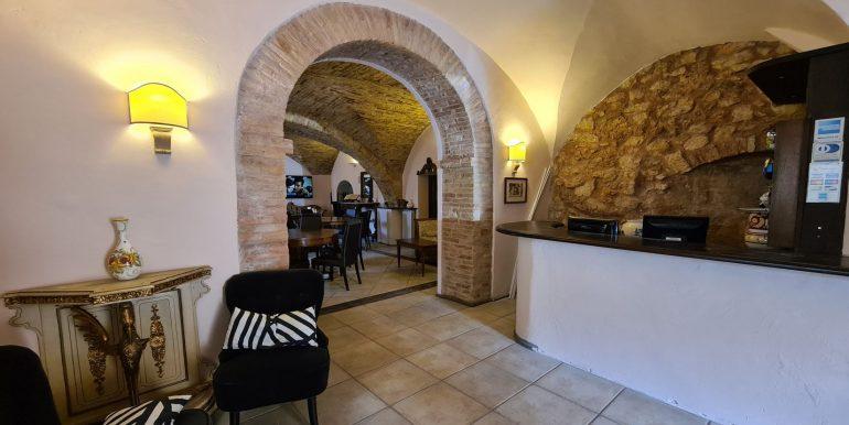 8-s599 - ancient hotel for sale in trevi - palazzo natalini - via dei colli