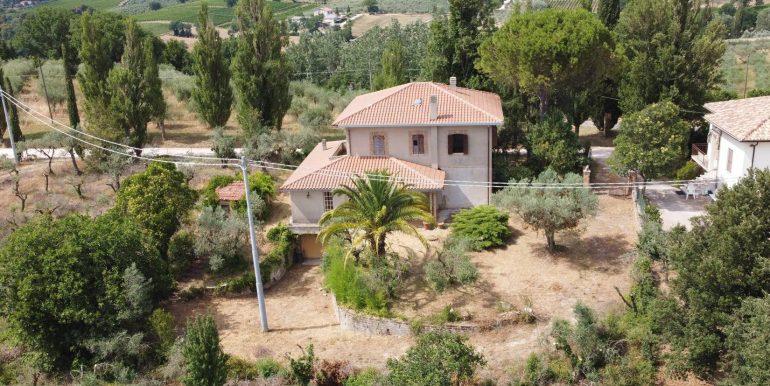 2-s600-villa-for-sale-in-umbria-villa-dionisio-via-dei-colli.jpg