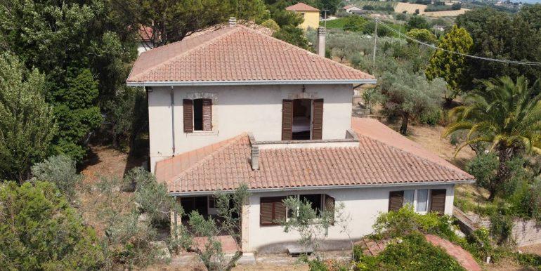 3-s600-villa-for-sale-in-umbria-villa-dionisio-via-dei-colli.jpg