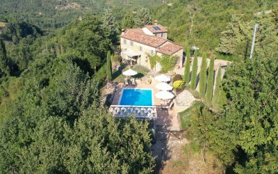 Vendita proprietà con piscina a Montone